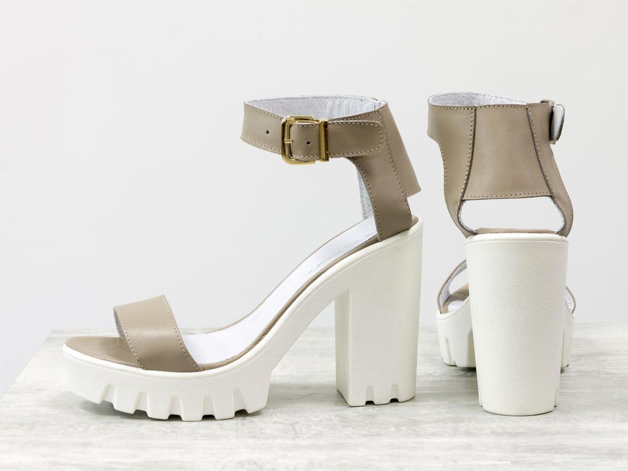 Кожаные босоножки бежевого цвета на тракторной подошве и высоком каблуке белого цвета, коллекция Весна-Лето от Gino Figini, С-503-09
