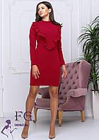 Красное приталенное платье с рукавом