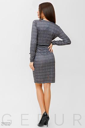 Элегантное платье облегающего кроя из легкого трикотажа в клетку цвет темно-серый, фото 2