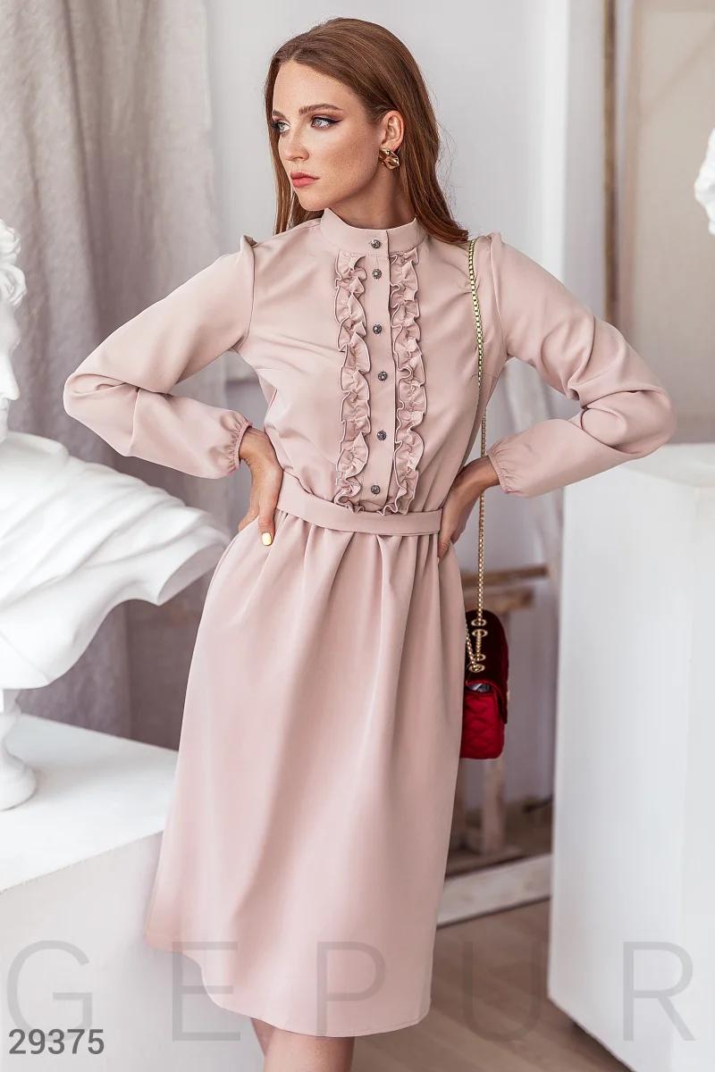 Платье-миди нежно-розового оттенка воротник-стойка  длинный объемный рукав цвет бежевый