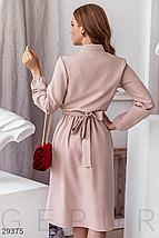 Платье-миди нежно-розового оттенка воротник-стойка  длинный объемный рукав цвет бежевый, фото 3