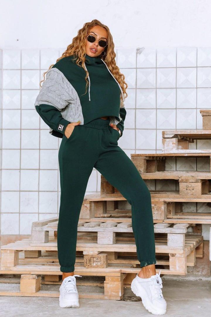 Модный спортивный женский костюм с вязаными вставками