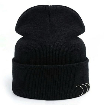 Черная шапка с кольцами