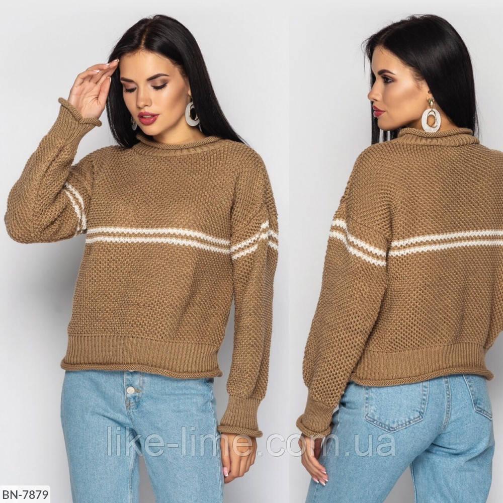 Стильный вязаный свитер с горизонтальной полоской