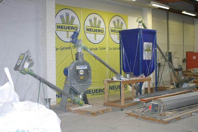 зернодробилка в работе