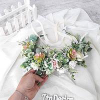 Венок на голову с цветами и зеленью в нежных розовых и белых тонах. Венок свадебный для фотосессии