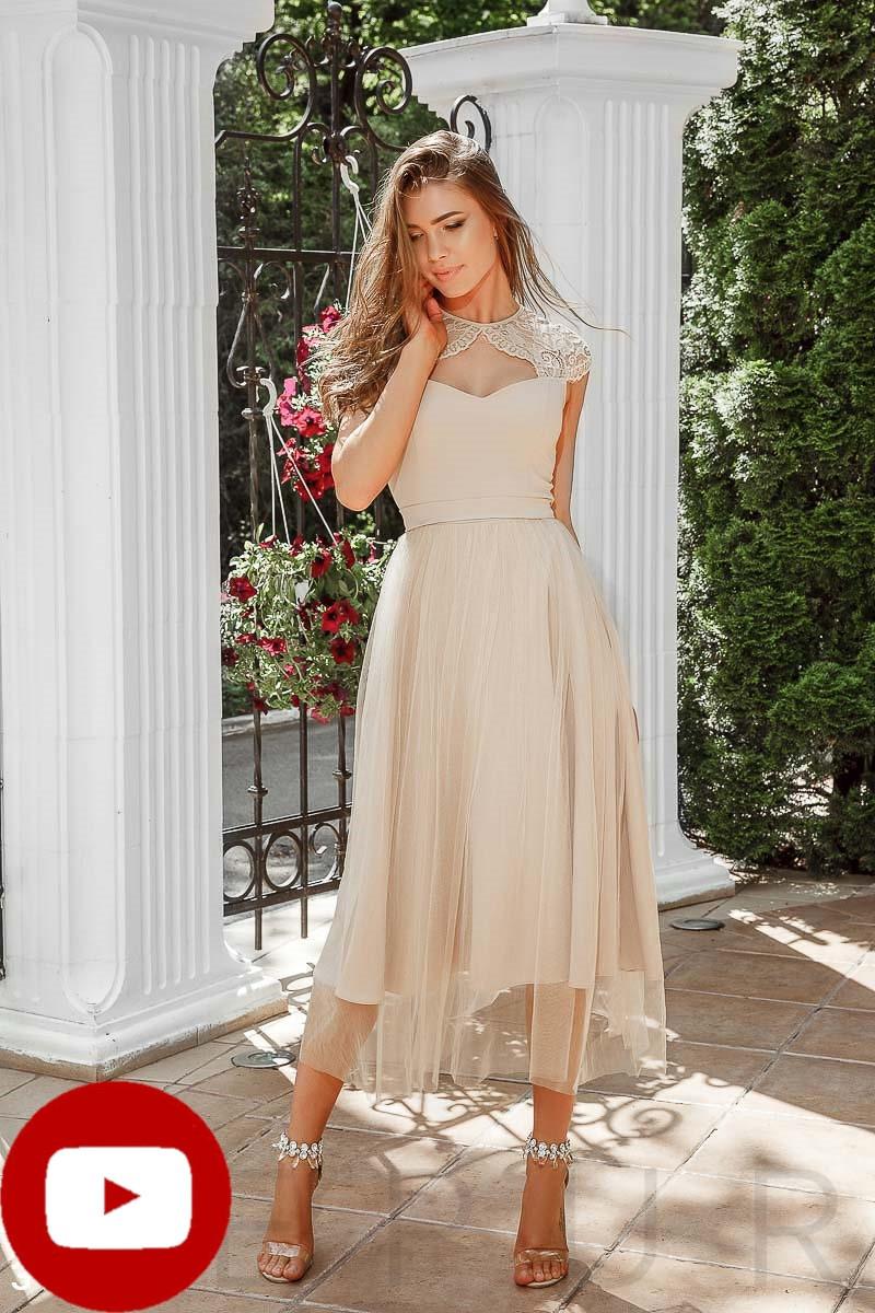 Приталенное вечернее платье-миди  классического кроя цвет бежевый
