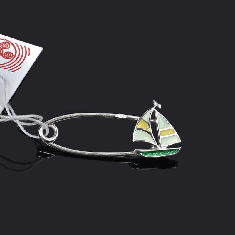Серебряная булавка с эмалью Кораблик