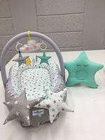 Кокон гнездышко позиционер для детей Happy Luna с держателем для игрушек и ортопедической подушкой