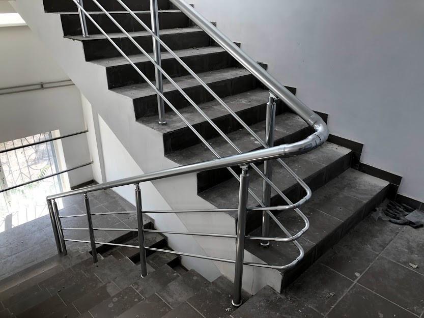 Алюминиевые перила для лестницы