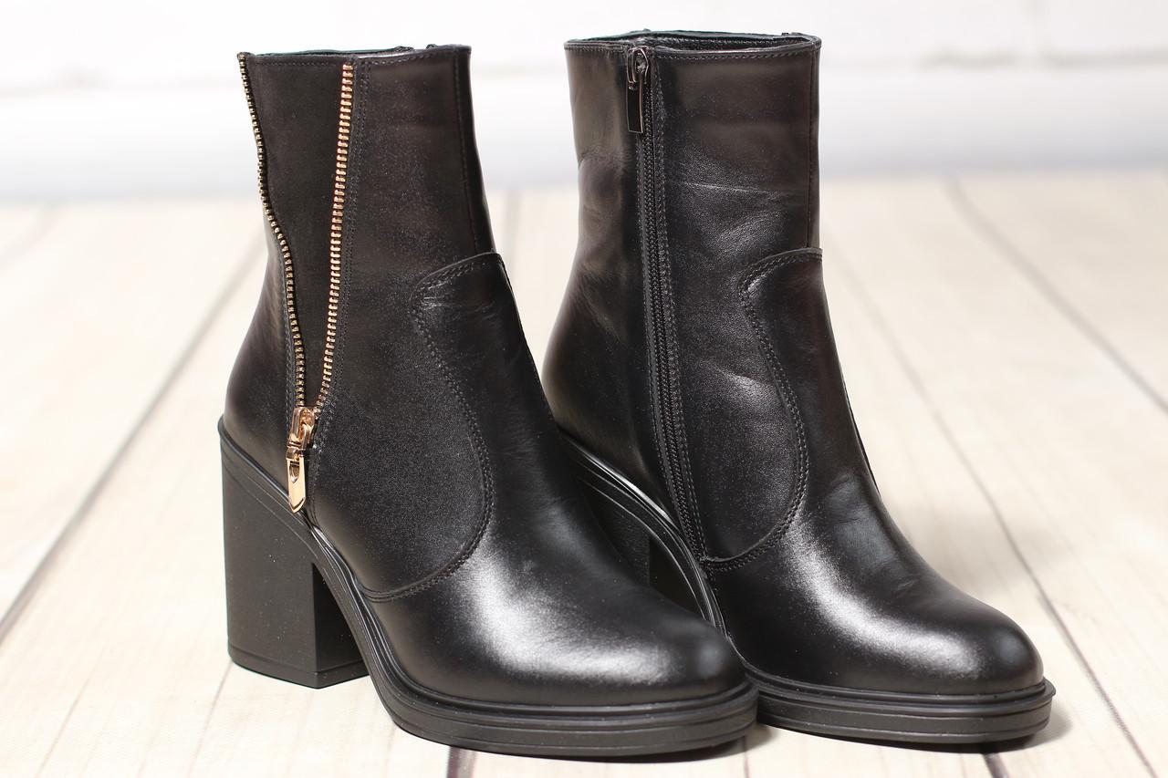 Женские кожаные ботинки TIFFANY на среднем каблуке с замшевой вставкой