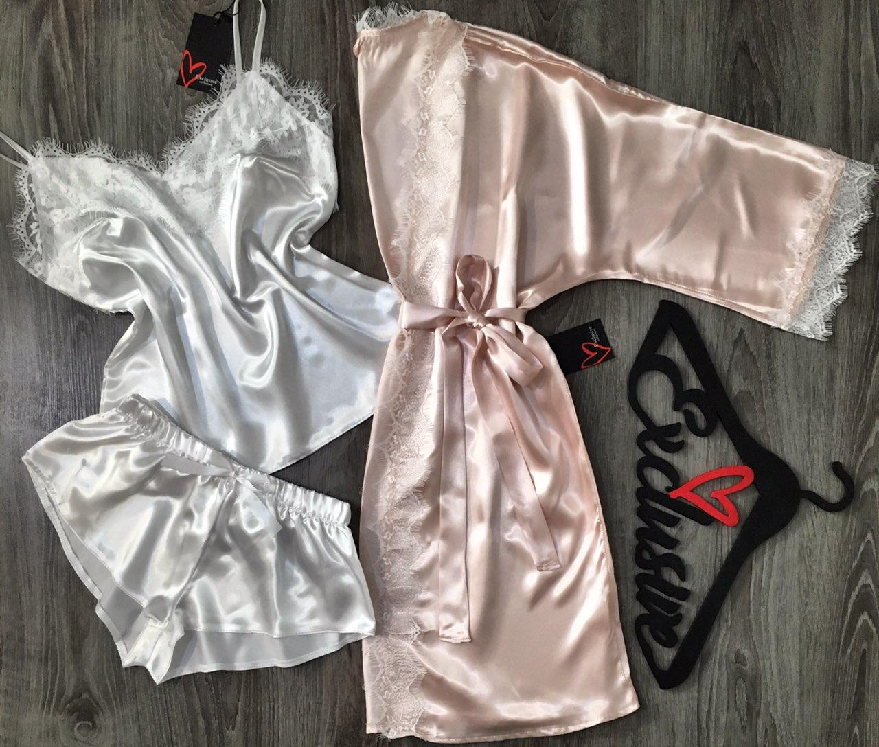 Нежный комплект с белым кружевом халат+пижама.
