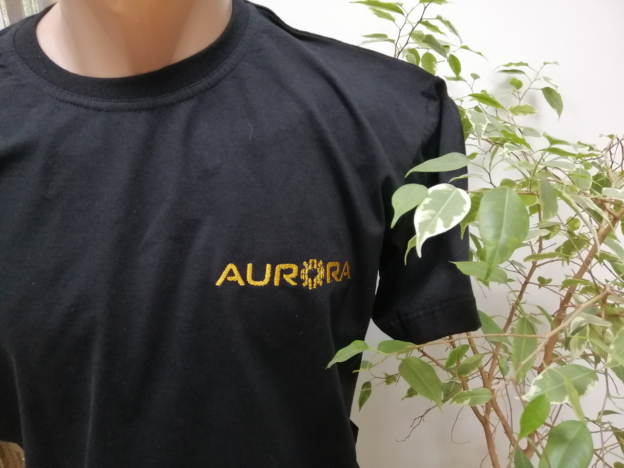 Чорна футболка з логотипом