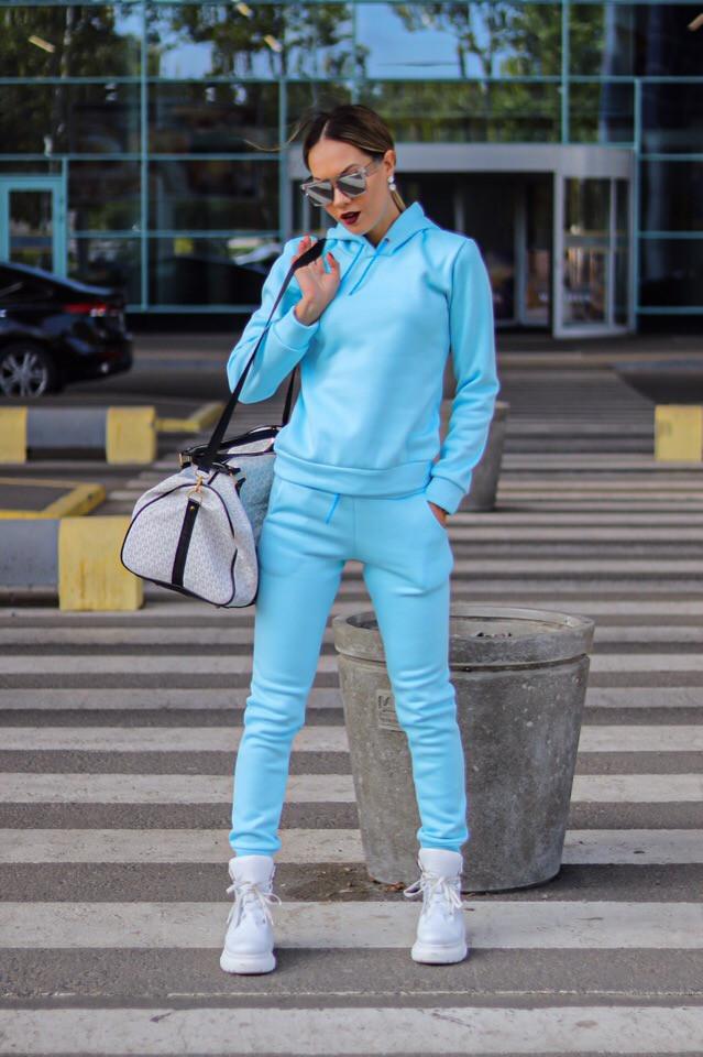 Женский стильный тёплый на флисе спортивный костюм цвет голубой