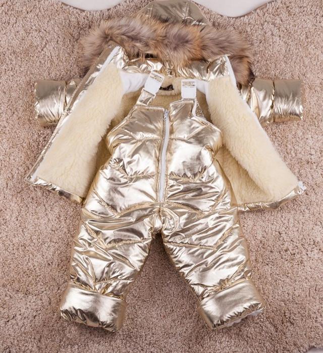 Зимний комплект золотистый на овчине для девочки картинка