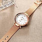 Женские часы, золотистый ремешок