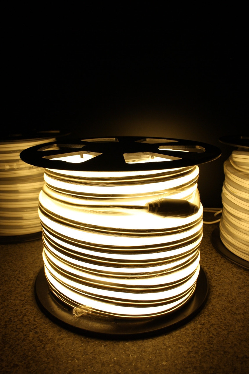 Уличный светодиодный шнур Неон-Флекс Lumion Neon-Flex 15х26 мм 81 LED/м.п. наружный цвет белый теплый