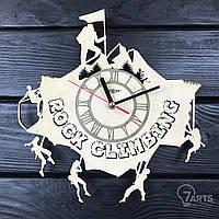 """Оригинальные настенные часы из дерева """"Скалолазание"""""""