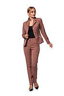 Деловой женский костюм из жакета на подкладке и брюк, цвет мокко