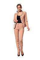 Деловой женский костюм из жакета на подкладке и брюк, цвет бежевый
