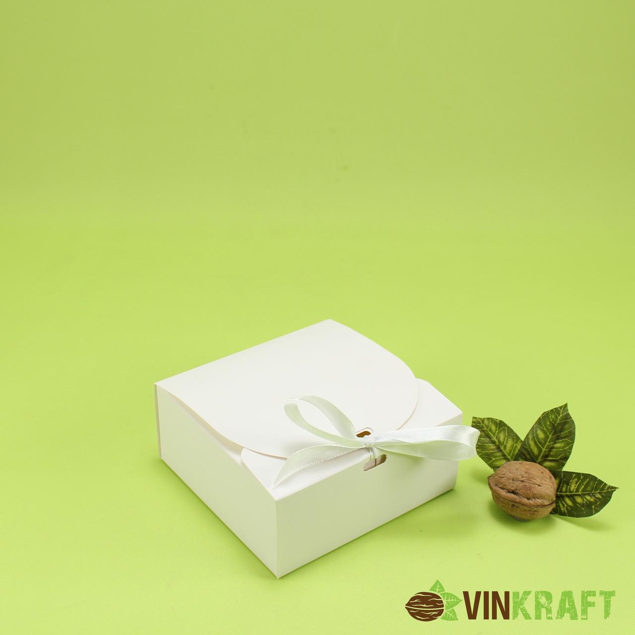 Подарункова коробка 115*115*50 з стрічкою , біла