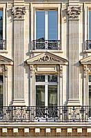 Декор фасада колонны