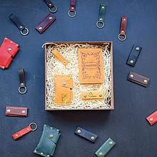 """Подарочный набор кожаных аксессуаров """"Evora"""": обложка на паспорт, чехол для наушников, брелок и визитница"""