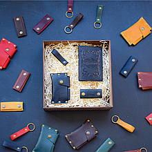 """Подарочный набор кожаных аксессуаров """"Evora"""": обложка на паспорт, чехол для наушников, брелок и визитница Черный"""