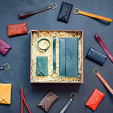 """Подарочный набор кожаных аксессуаров """"Lille"""": портмоне, брелок, браслет и визитница-конверт Зеленый"""