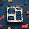 """Чоловічий подарунковий набір шкіряних аксесуарів """"Leon"""": зажим для грошей, обкладинка на паспорт, візитниця і брелок, фото 8"""