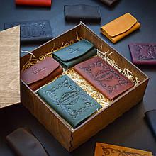"""Подарочный набор кожаных аксессуаров """"Для него и для нее"""": две обложки на паспорт и две ключницы Коньяк/зеленый"""