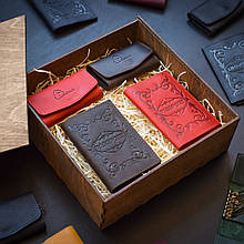 """Подарочный набор кожаных аксессуаров """"Для него и для нее"""": две обложки на паспорт и две ключницы Красный/коричневый"""