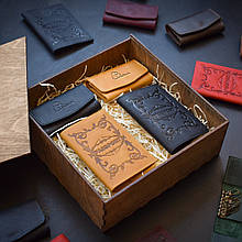 """Подарочный набор кожаных аксессуаров """"Для него и для нее"""": две обложки на паспорт и две ключницы Кемел/черный"""