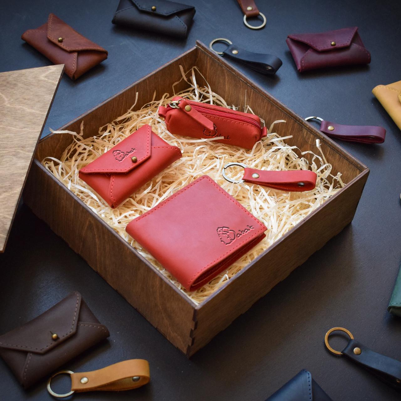 """Подарунковий набір шкіряних аксесуарів """"Medina"""": портмоне, ключниця, візитниця і брелок"""