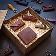 """Подарунковий набір шкіряних аксесуарів """"Medina"""": портмоне, ключниця, візитниця і брелок, фото 7"""