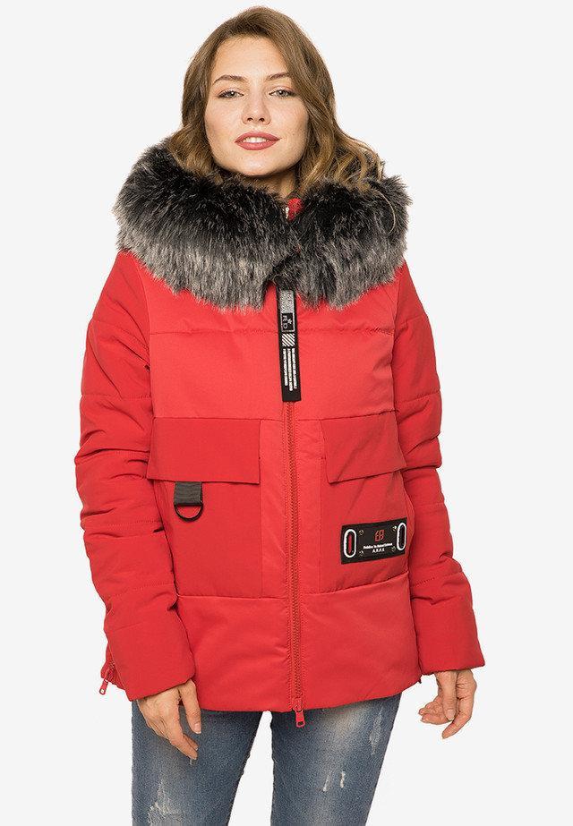 Укороченная зимняя куртка из плотной плащевой ткани красная размер 44-46 48-50 52-54