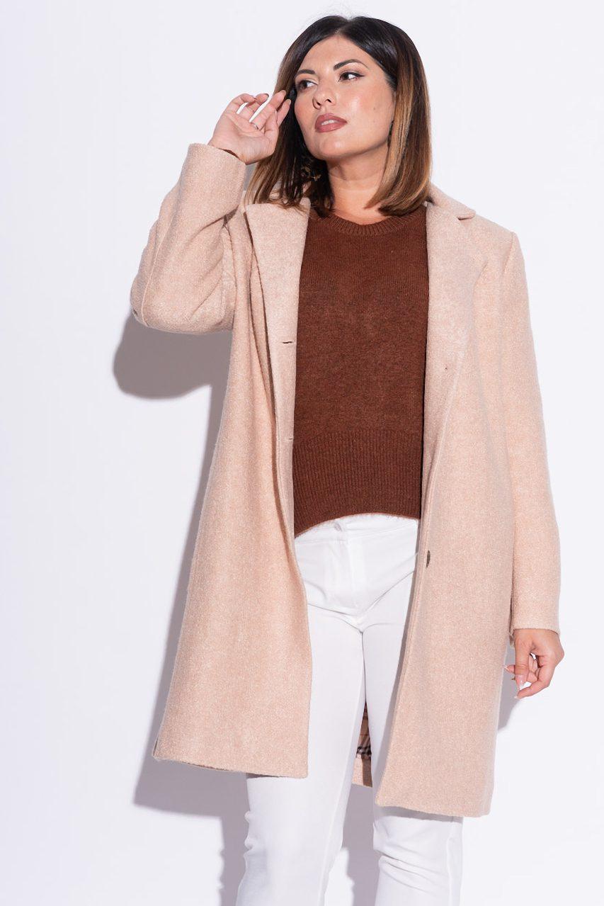 Женское пальто из букле бежевого цвета. Модель 22720. Размеры 48-58
