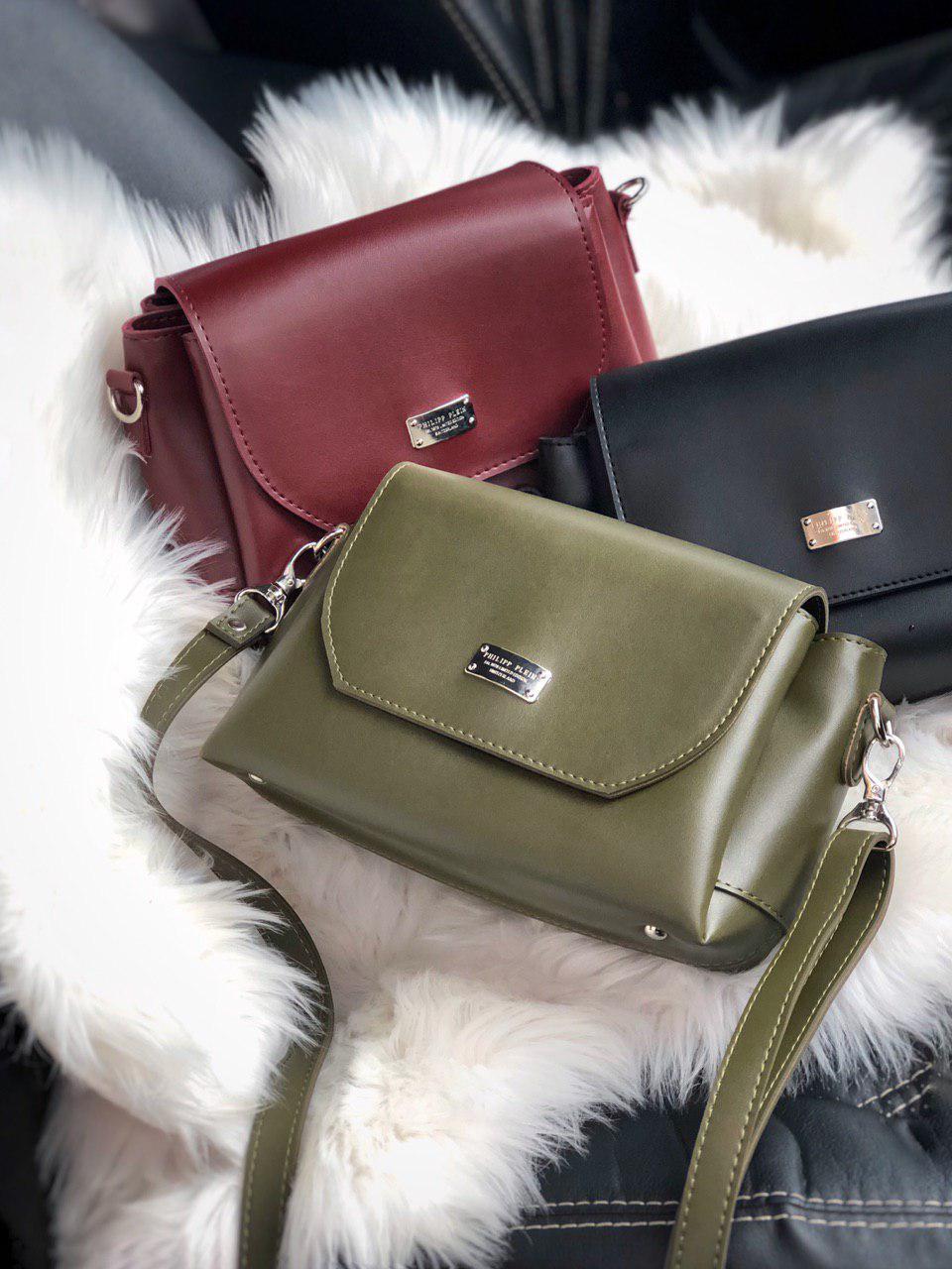Маленькая аккуратная женская сумочка