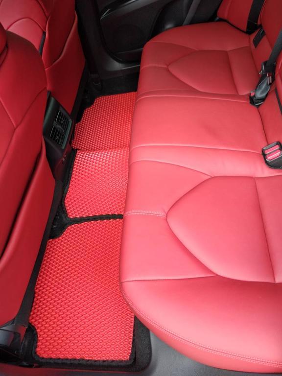 Наши коврики EVA в салоне Toyota Camry V70 '18-