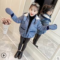 Короткая детская теплая куртка с варежками