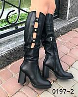 Женские сапоги из натуральной кожи чёрного цвета на средней высоты каблуке