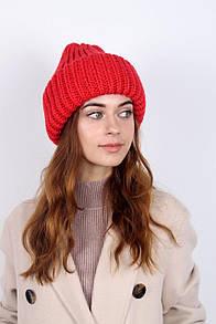 Зимняя женская шапка красного цвета