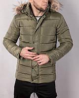 Зимняя мужская куртка цвета хаки с меховой опушкой на капюшоне