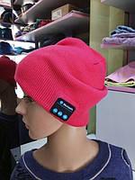Модная шапка с bluetooth наушниками малиновая