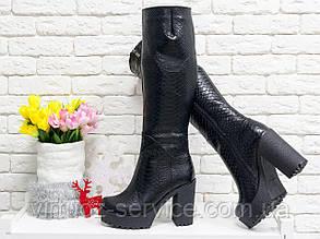 Сапоги женские Gino Figini М-118/2-04из  натуральной кожи черного цвета с текстурой питон