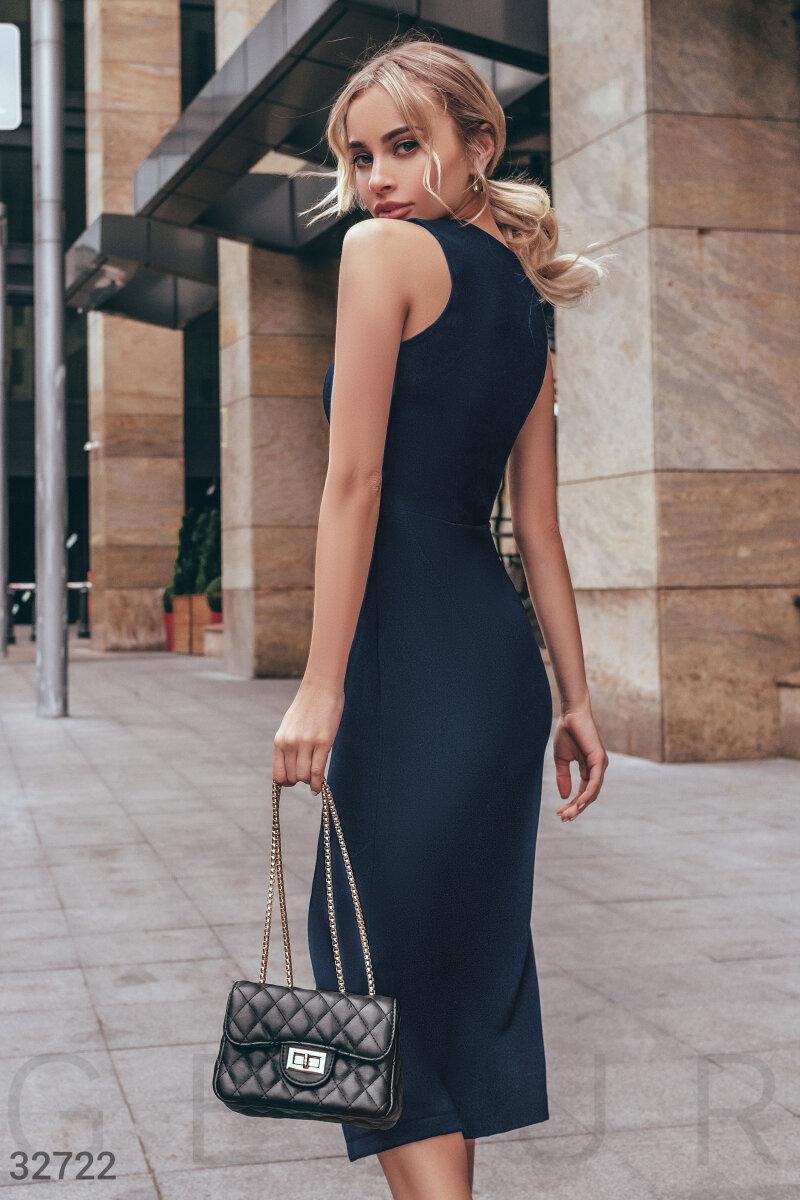 Элегантное платье миди с высоким разрезом темно-синее