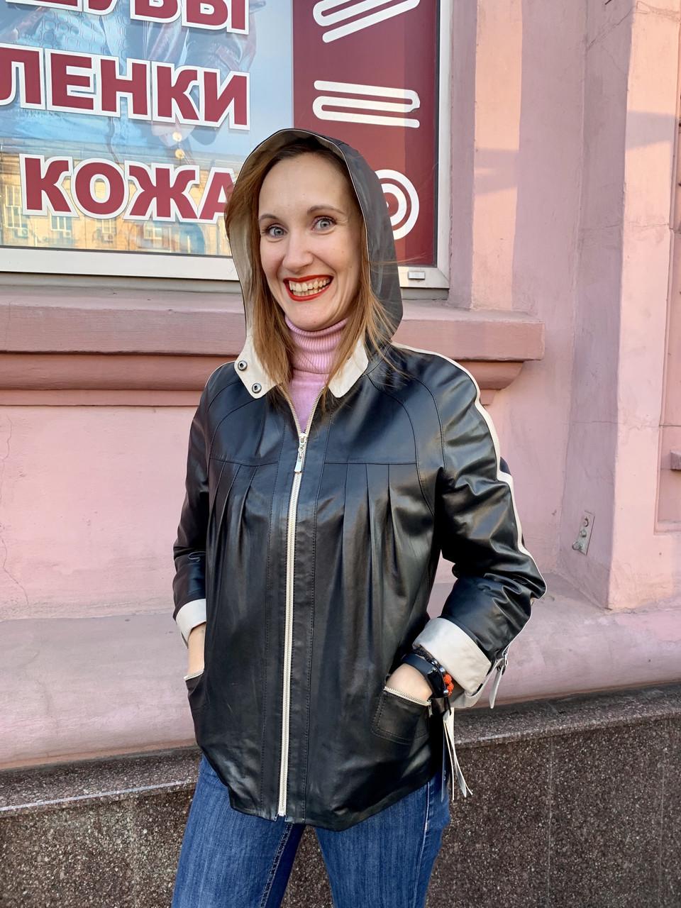 Кожаная женская куртка с капюшоном