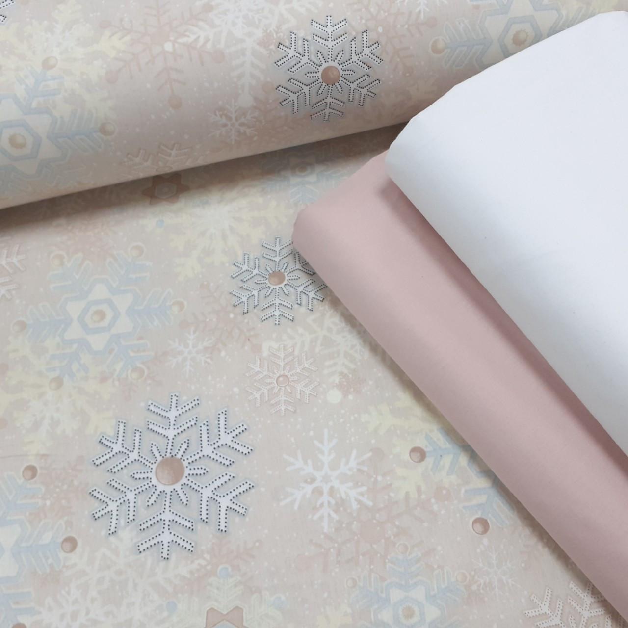 Хлопковая ткань (ТУРЦИЯ шир. 2,4 м) голубые и серые снежинки на светло-бежевом