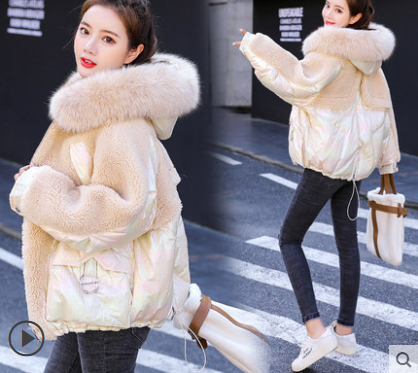 Женская зимняя курточка с меховым воротником