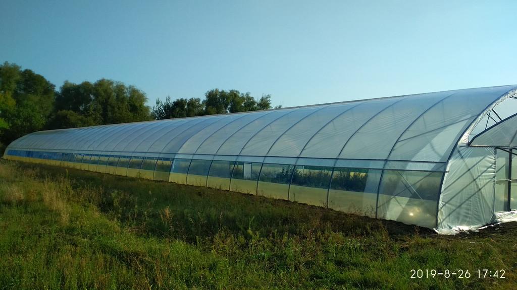фермерська теплиця з відкритим боковим провітрюванням